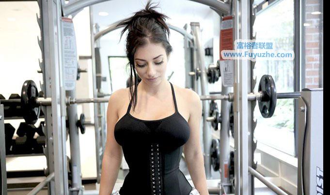 Tatiana说她曾经购买过很多的腰部按摩产品